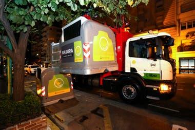 La recolección de residuos en la ciudad no se detuvo durante la pandemia; la generación de basura diaria se redujo un 25%