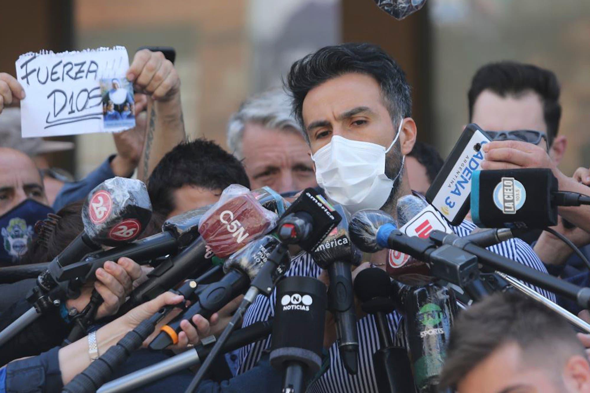 """La salud de Diego Maradona: de querer irse de la clínica al tratamiento de """"abstinencia"""", el giro en el parte médico del doctor Luque"""