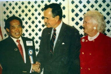 Ted sabía de política por su proselitismo en EE.UU. que lo llevó a conocer presidentes, como George H.W. Bush.