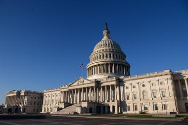 El Capitolio de Estados Unidos se ve en Washington, DC, el 7 de enero de 2020, un día después de que los partidarios del presidente saliente Donald Trump irrumpieran a la fuerza en el edificio