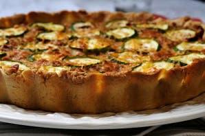 Con zucchini y cous cous, una tarta para comer fria o caliente