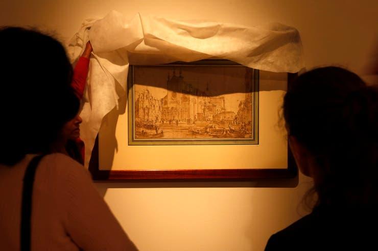 La muestra incluye varias vedutas (vistas urbanas), que se popularizaron cuando se puso de moda recorrer Europa