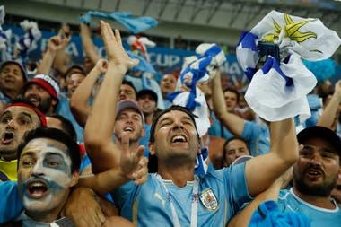 Los hinchas argentinos hinchan por Uruguay en el Mundial, un fenómeno que jamás sucedería a la inversa.
