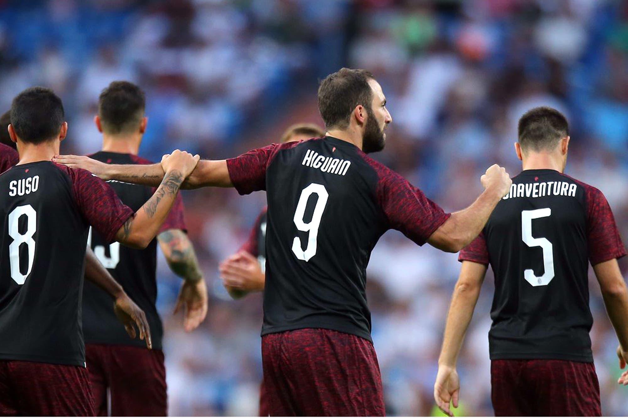Higuaín tardó tres minutos en hacer su primer gol en Milan y fue ovacionado por los hinchas de Real Madrid