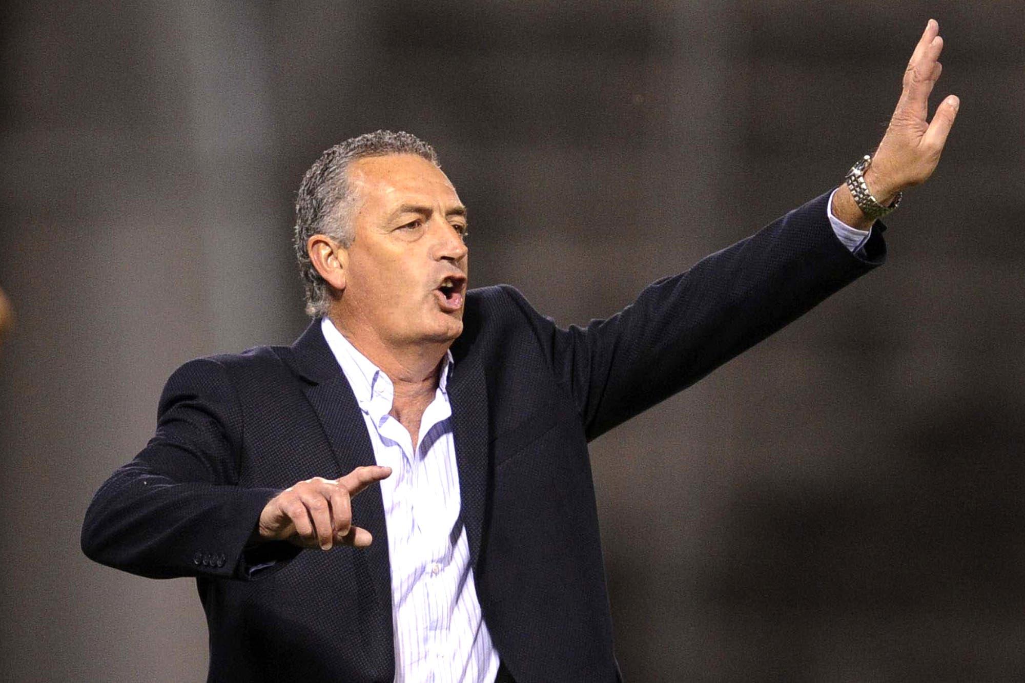 Gustavo Alfaro es el elegido para llegar a Boca: la llamada que convenció a Burdisso y cómo será la negociación