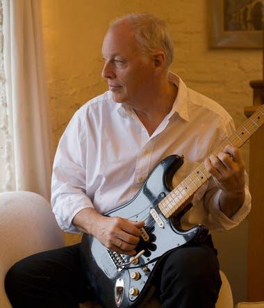 """""""No quería ser demasiado viejo y tener un montón de guitarras sin hacer nada"""", dice Gilmour. """"Y francamente, muchas de ellas son guitarras que no tengo tiempo para tocarlas lo suficiente. Le van a dar alegría a otra gente."""""""