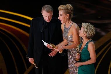 Greg Cannom, Kate Biscoe y Patricia Dehaney aceptan el Oscar por Maquillaje por El vicepresidente