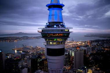 Desde la Sky Tower de Auckland se puede hacer bungee jumping