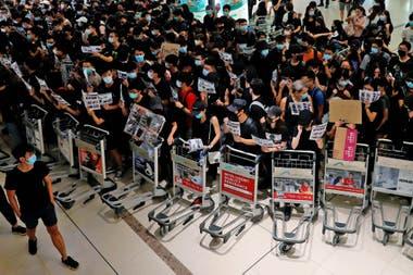 Los manifestantes vuelven a bloquearon el aeropuerto