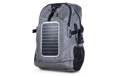 Mochila que carga. La Exo Energy es una mochila convencional que además posee paneles solares que permiten cargar los dispositivos móviles de los usuarios ($3699).