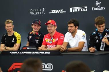 Hulkenberg, Verstappen, Leclerc, Sainz y Russell durante la divertida conferencia de prensa en Japón