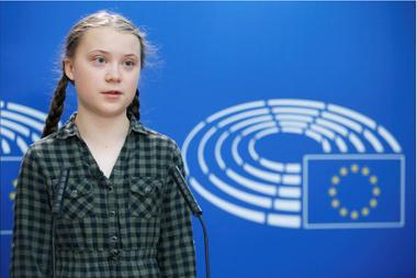 """""""Cuando tu casa está ardiendo y quieres evitar que se desplome, es mejor un poco de pánico"""", dijo la activista al Parlamento Europeo"""