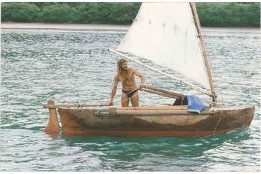 A bordo de la pequeña Ave Marina, navegó 40 días en soledad para llegar a la Polinesia