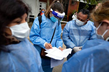Los operativos de detección barriales, entre las claves para frenar los casos en la Argentina