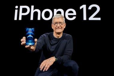 Tim Cook CEO de Apple en la presentacin oficial del iPhone 12 un telfono que podra llegar a costar alrededor de 200 mil pesos argentinos en su versin ms completa