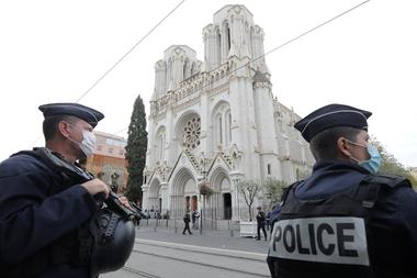 """Terrorismo islamista: el Papa pide al pueblo francés """"reaccionar unido al mal con el bien"""" - LA NACION"""