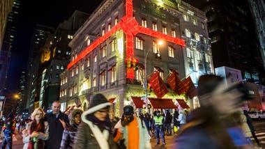 b213b0a655f Nueva York en su mejor momento  vestida de Navidad y llena de luces ...