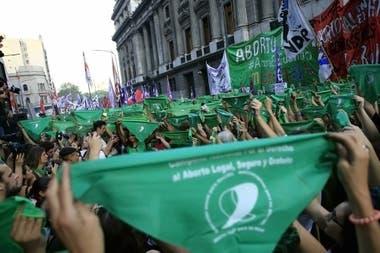 Durante los últimos meses hubo varias marchas de las organizaciones a favor del aborto legal frente al Congreso; el miércoles será la más importante