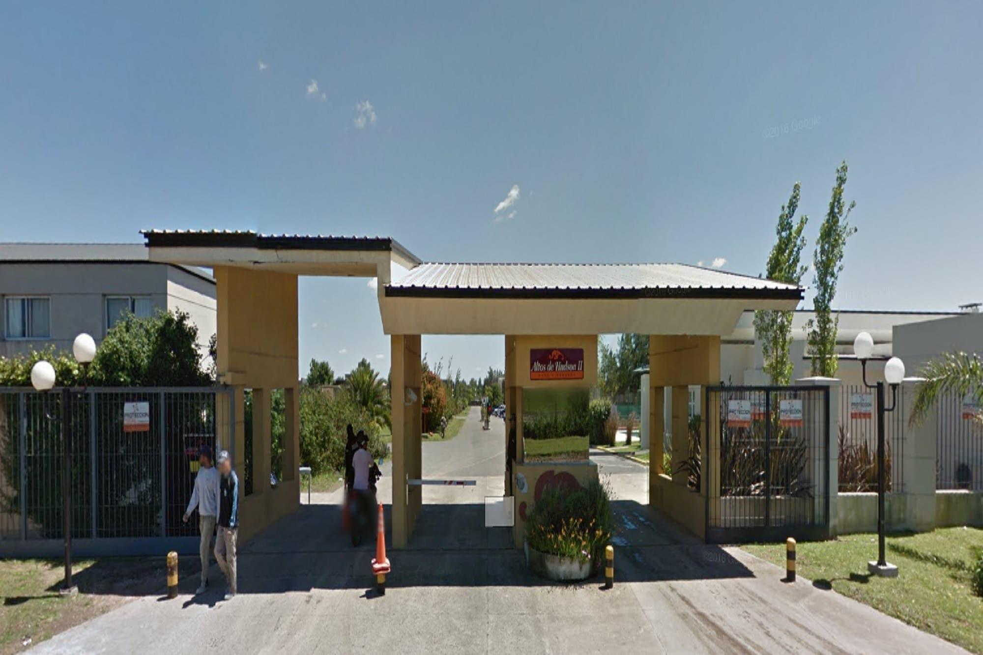 Disfrazados de vigiladores robaron en un country de Berazategui