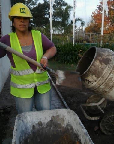 La mujer empezó haciendo trabajos de albañil