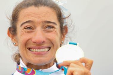 Sabrina Ameghino de Argentina con la medalla dorada; una sorpresa para el Comité Olímpico