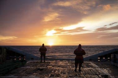 Una hermosa puesta del sol en Bahía Buen Suceso
