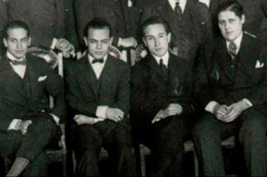 Los Locos de la Azotea, responsables de la primera transmisión radiofónica en Argentina. Fuente: El Litoral.