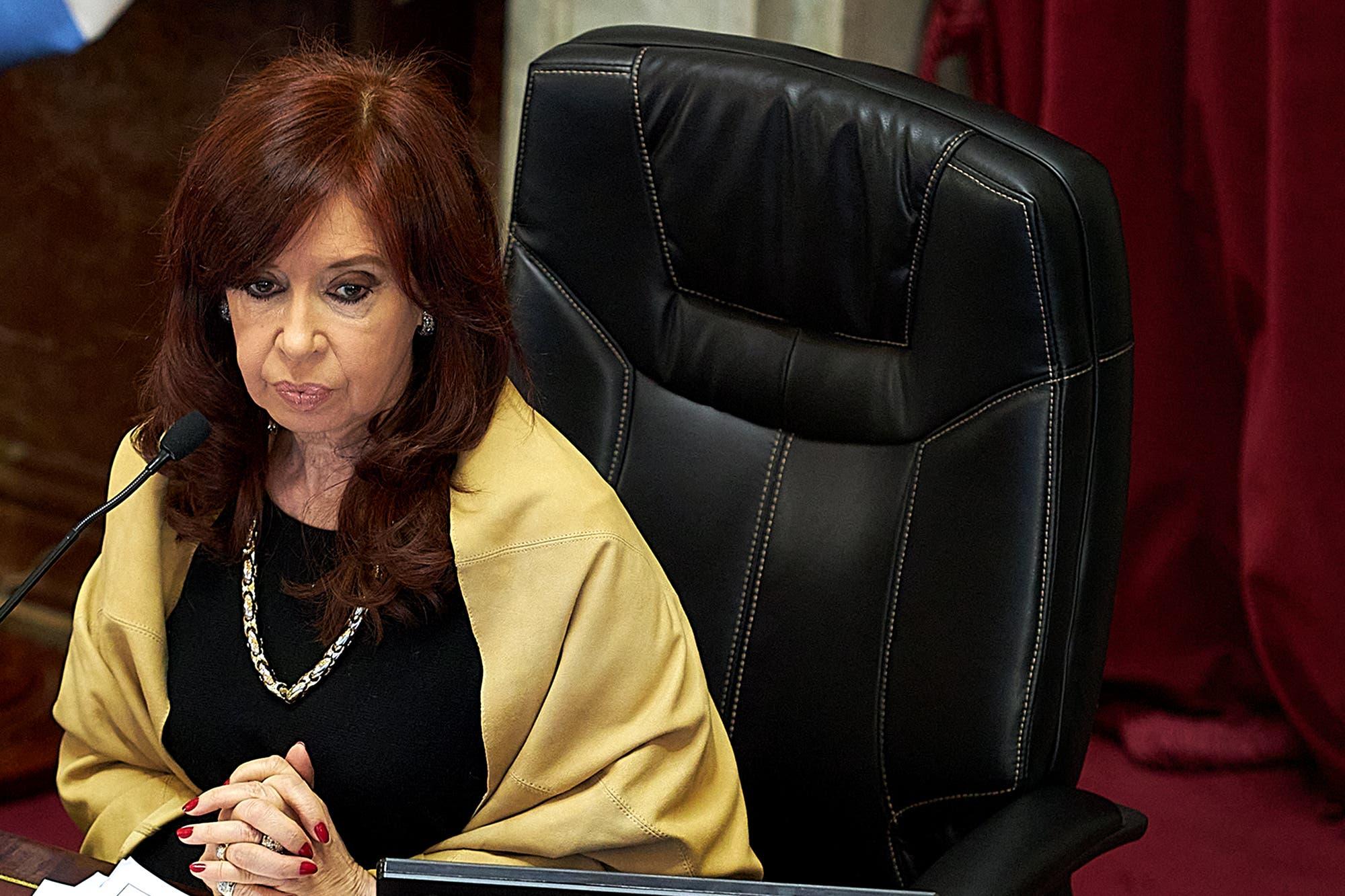 """Cristina Kirchner pidió a los jueces que vuelvan a poner """"la Constitución en su escritorio"""""""