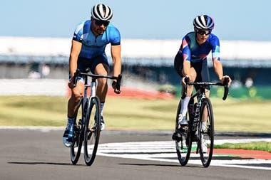 Valtteri Bottas, a bordo de una bicicleta