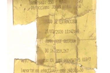 Quiroga esgrimió en la Justicia que el día anterior, el 24 de julio, recibió en la cuenta de la empresa en el Banco de Galicia (Caja de Ahorro en U$S 4004567-5 018-7) la suma de US$20.000 y que el 27 de julio hizo una extracción caja por ese monto
