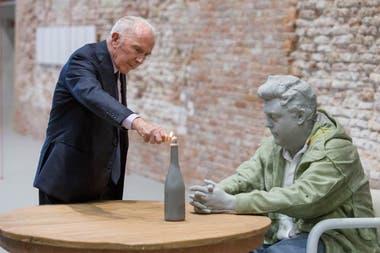 """Pinault -en la foto hace dos años, en uno de sus museos en Venecia- aspira a contribuir """"al renacimiento de la vida cultural de la capital francesa, después del difícil año 2020 que vivió el mundo""""."""
