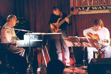 En Oliverio Allways, con su trío, durante un show realizado el 20 de junio de 1997