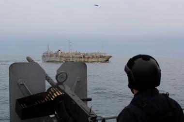 La corbeta Granville tiene la misión de identificar a los pesqueros que cruzan por el estrecho de Magallanes