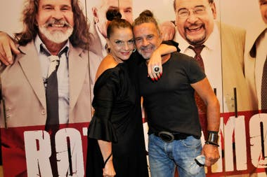 Fiel compañera, Viviana Sáez no se perdió el estreno de Rotos de Amor acompañando a Laport, una vez más