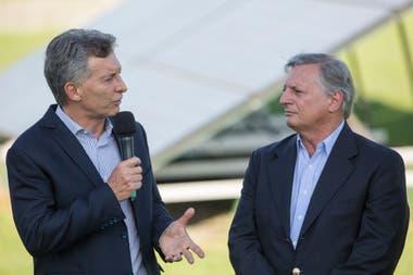 Mauricio Macri junto a su ministro de Energía, Juan José Aranguren, encargado de aplicar un plan de recomposición tarifaria que derivó en fuertes aumentos en la luz y el gas.