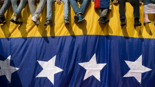 """Miles de opositores salen a las calles en """"La toma de Venezuela"""". Foto: AP / Alejandro Cegarra"""
