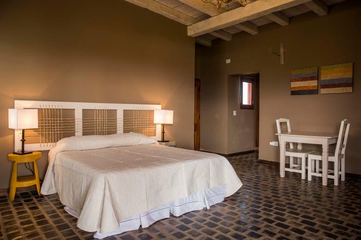 Habitación en el flamante hotel de Finca Albarossa. Paula Teller