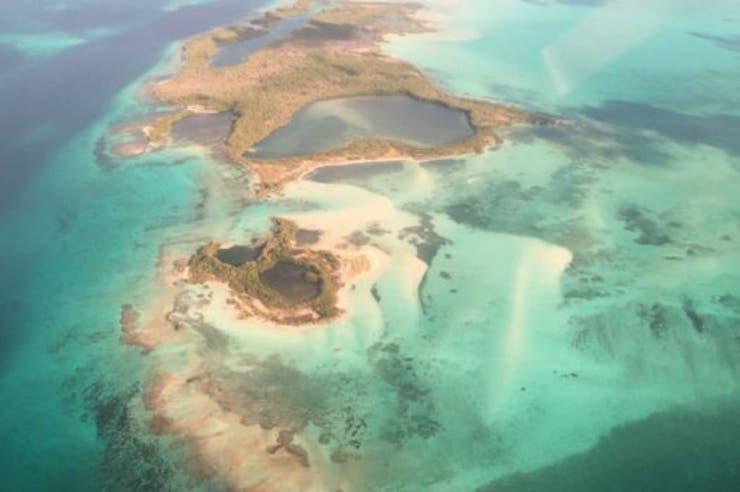 Vista aérea de Los Roques desde el avión