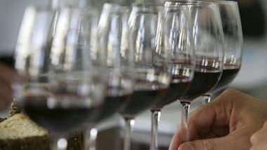 Una copa de vino todas las noches hace bien al corazón.