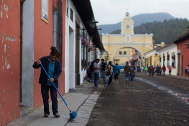 La zona de Antigua Guatemala tiene sus calles cubiertas de ceniza