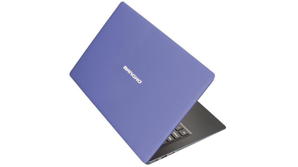 Es la Cloud Pro de Banghó, que en lugar de usar programas de su disco duro, recurre a aplicaciones en internet, como Office 365