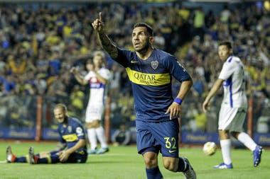 Carlos Tevez anotó por duplicado ante Tigre