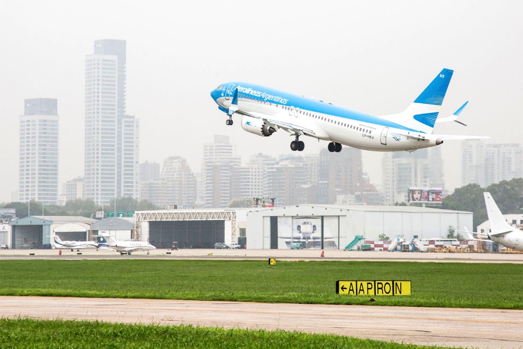 Aerolíneas. Polémica porque un avión dejará de volar un día antes ...
