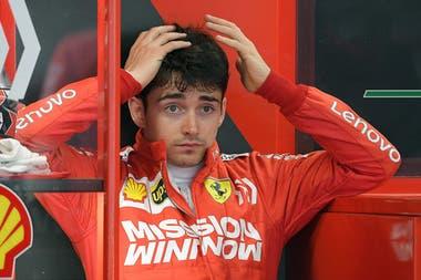 Leclerc cometió un error con su Ferrari y saldrá quinto.