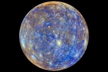 Mercurio se achicó mucho más que la Luna. La imagen coloreada de Mercurio representa la variedad de sus minerales, pero no cómo los seres humanos verían el planeta