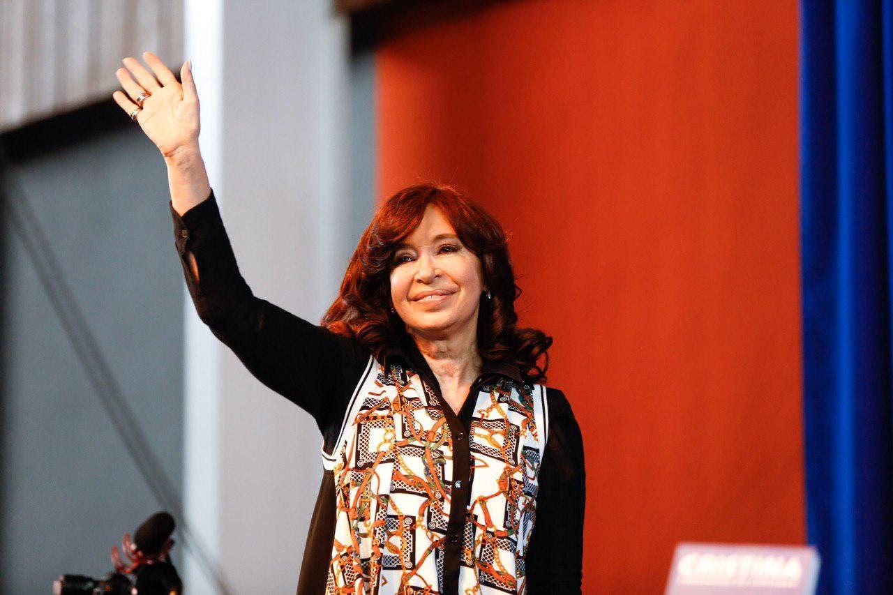 """Cristina Kirchner: """"Claro que las deudas se pagan, pero que la paguen los que más se llevaron"""""""