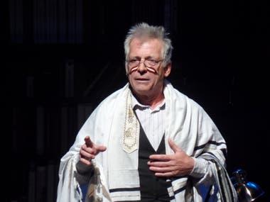 Gerardo Romano, en Un judío común y corriente, dirigido por Manuel González Gil