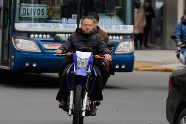 El consumo de alcohol, el exceso de velocidad y sobre todo la falta de uso de casco son los elementos que más inciden en el aumento de la tasa de mortalidad de los ciclistas