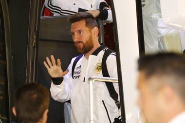 Messi en el aeropuerto de Ben Gurion, en Tel Aviv, donde el rosarino jugará por primera vez en su carrera con la selección
