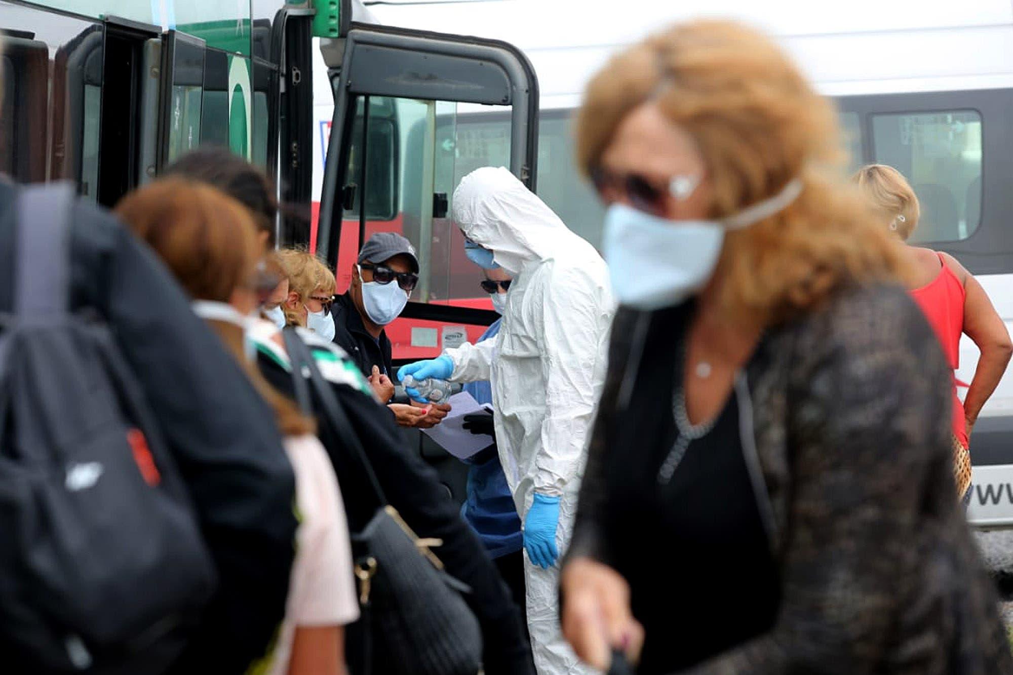 Coronavirus: en La Plata pusieron en cuarentena a 53 personas que llegaron en un micro desde Brasil